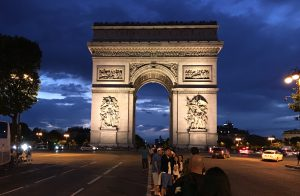 Travel Minute — Paris Pleads With Travelers: 'Please Come Back'